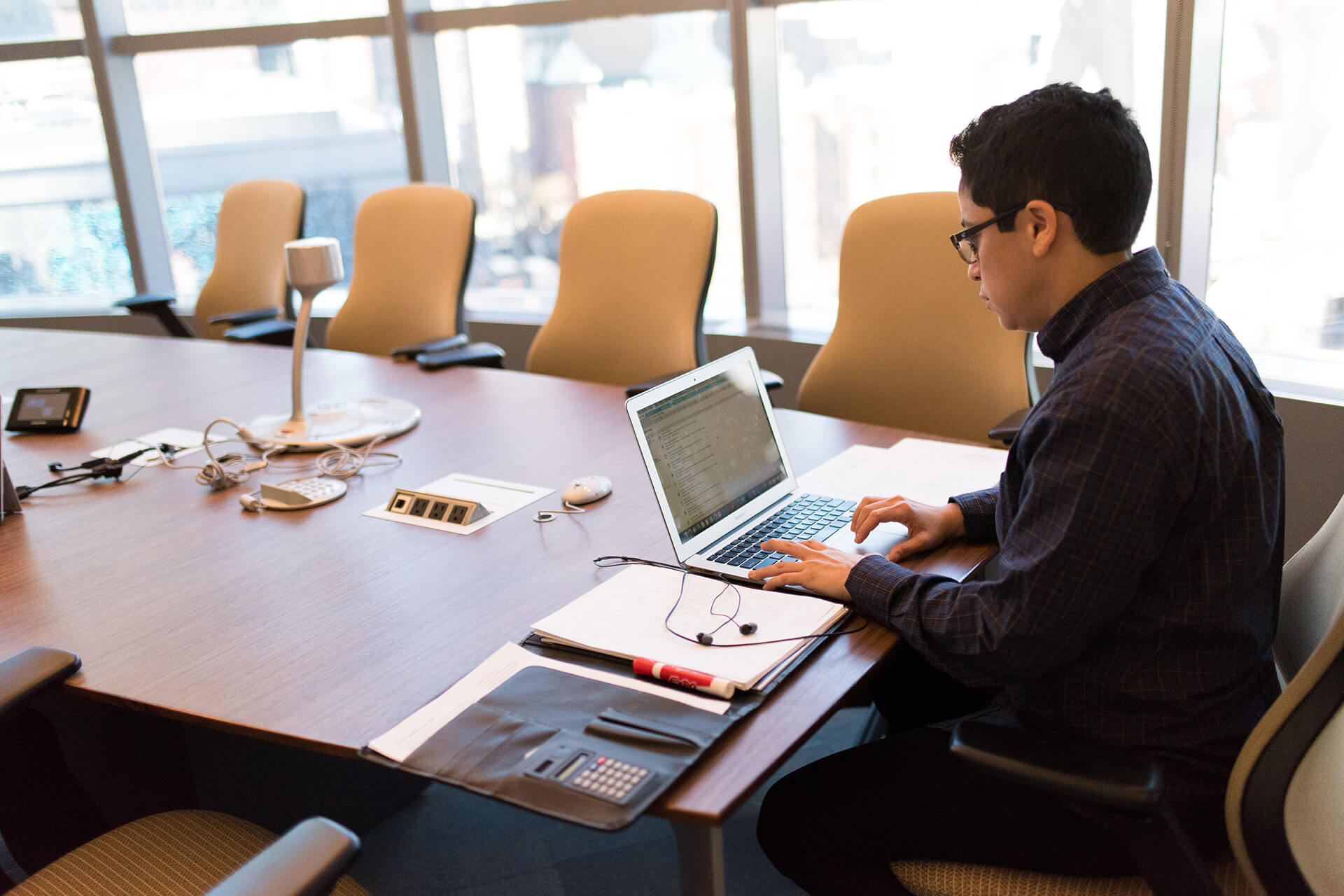 Otomatisasikan dan integrasikan kegiatan administrasi bisnis anda dengan aplikasi yang terintegrasi
